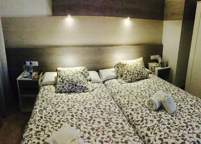 Double Room deluxe with extra bed